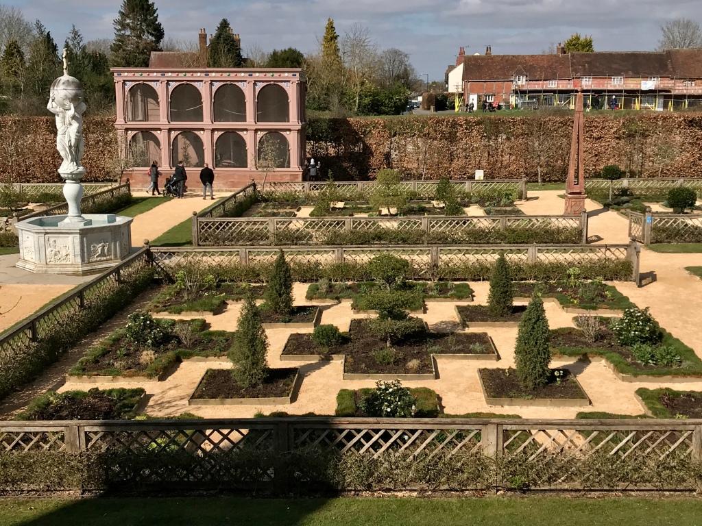Image of the Elizabethan garden at Kenilworth Castle